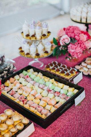 mesa-de-postres-latin-desserts-dessert-table-at-wedding